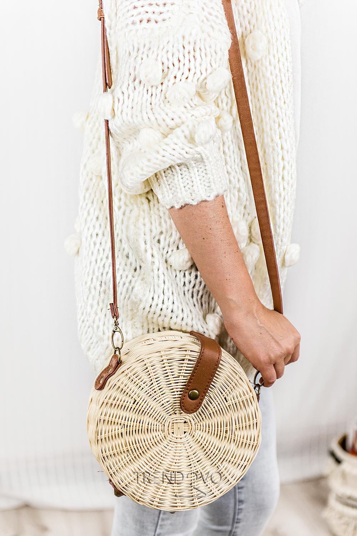 92f0f78af3b1 Béžový sveter s brmbolcami - Dámske oblečenie